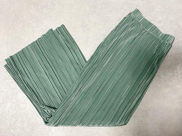 GU ランダムプリーツナロースカート